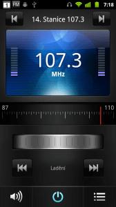 V palubní výbavě najdete také rádio