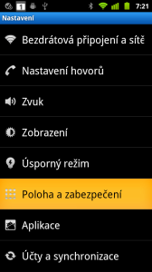 Většina systémových dialogů má bílé písmo na černém pozadí, aktivní prvky jsou oranžové
