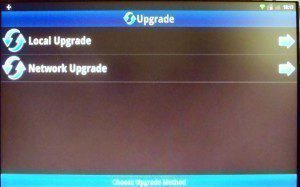 S očekáváním jsme přistupovali k zástupci Upgrade, jenž nabízí dvě varianty aktualizace – z lokálního úložiště a ze sítě.