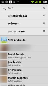 Vyhledávání nabízí, kromě hledání na webu přes Google, také prohledávání seznamu aplikací a kontaktů