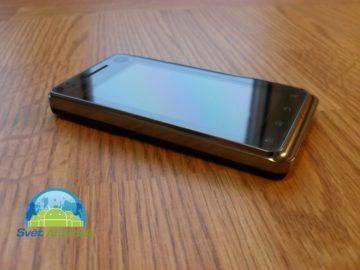 Motorola Milestone XT720 levý bok