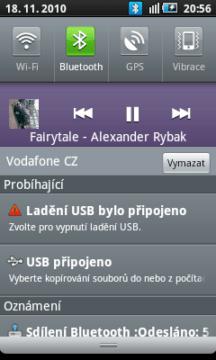 Přehrávač v Galaxy 3 - informace v notifikační liště