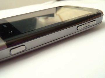 Tlačítka na boku telefonu Huawei U8100