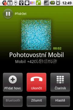 Během hovoru nabízí telefon tyto funkce