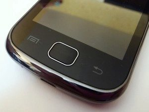 Galaxy Gio má dvě senzorická a jedno mechanické tlačítko
