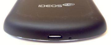microUSB konektor a zdířka mikrofonu