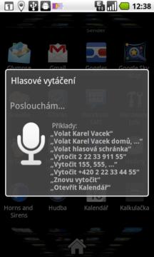 Hlasové vytáčení tvrdí, že s ním můžete mluvit česky, ale nebude vám rozumět