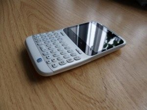 HTC Chacha - boční pohled