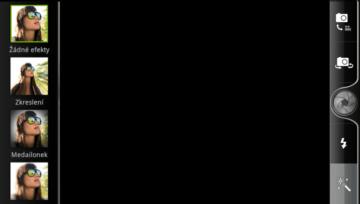 Hlavní okno aplikace Fotoaparát s výběrem efektů