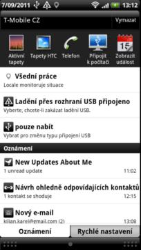 Notifikační lišta je dalším prvkem, který si HTC upravilo podle svých představ