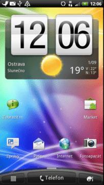 Výchozí domovská obrazovka s typickým widgetem