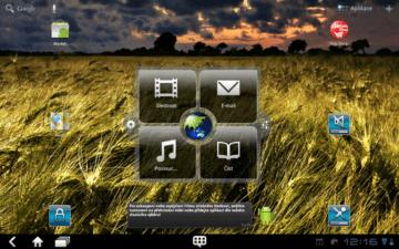 Dominantním prvkem výchozí obrazovky je konfigurovatelný widget.