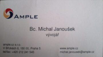 papírová vizitka s údaji kontaktu