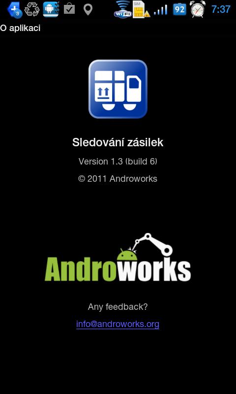 Obrazovka s ikonou, číslem verze a logem vývojářského studia Androworks.