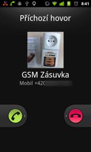 Obrazovka, oznamující příchozí hovor