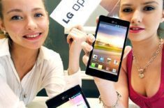 LG-Optimus-4X-HDLG-With-Two-Girls-1-610×918