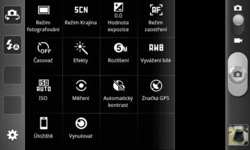 Samsung umožňuje vytáhnout si do levé lišty fotoaparátu až čtyři libovolné ikonky podle vašich požadavků.