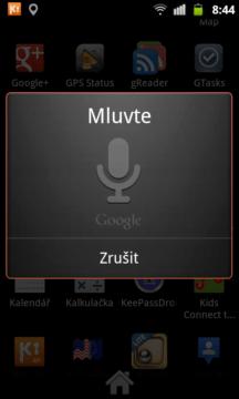 Pokud se vám nechce zadávat hledaný text na klávesnici, je zde Hlasové vyhledávání