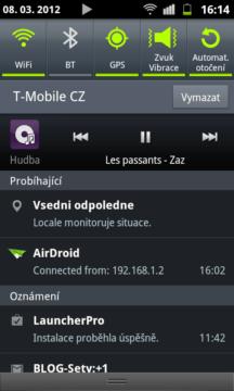 Při minimalizaci se přehrávač schová do notifikační lišty