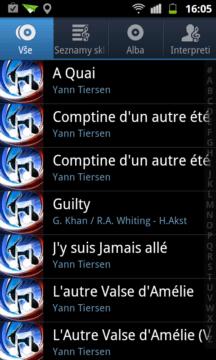 Aplikace Hudba zobrazující nalezené skladby