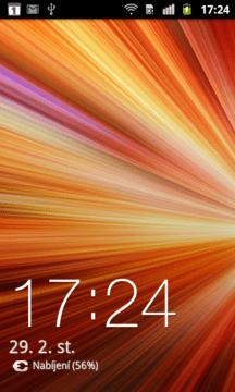 Odemykací obrazovka zobrazuje pouze čas, datum a na pozadí zvolenou tapetu