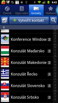 Kontakty jsou prezentovány ikonkou, jménem a příjmením, a indikátorem úložiště.