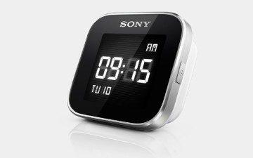 Ve výchozím stavu hodinky zobrazují datum a čas
