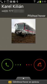 Obrazovka oznamující příchozí hovor