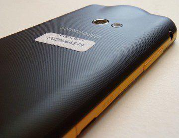Levá hrana Samsungu Galaxy Beam