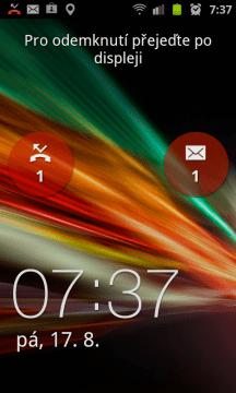 Odemykací obrazovka se zmeškaným hovorem a přijatou SMS