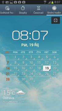 Stolní hodiny můžete aktivovat uložením telefonu do dokovací stanice