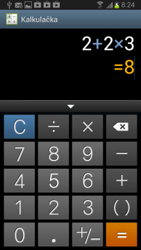 Kalkulačka v režimu na výšku nabízí jen základní aritmetické operace