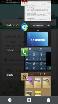 Dlouhý stisk tlačítka Domů zobrazí přehled posledních spuštěných aplikací.