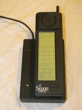 IBM SImon v nabíječce