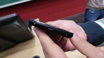 LG Nexus 4 spodní strana