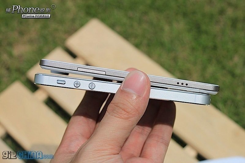 iPhone 5 v porovnání s nejtenčím telefonem světa OPPO Finder, v ČR neznámým