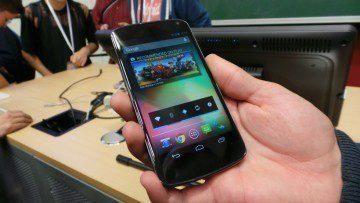 lg nexus 4 přední strana telefonu