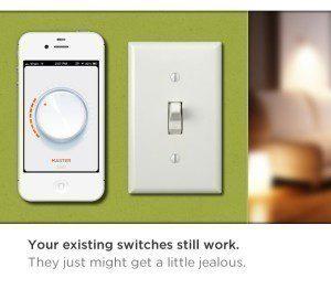 Vypínač musí být zapnutý, žárovka ale spotřebuje minimum energie