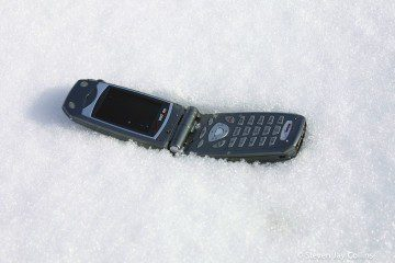 phone-in-the-snow