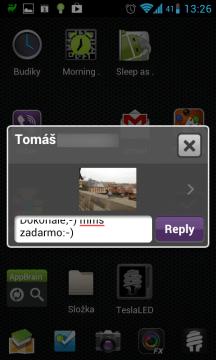 Přijaté textové zprávy aplikace zobrazuje v plovoucím okně