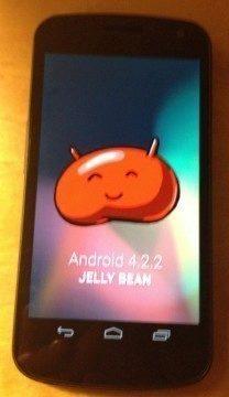 Android 4.2.2 na Galaxy Nexusu (foto: Ian Kar)