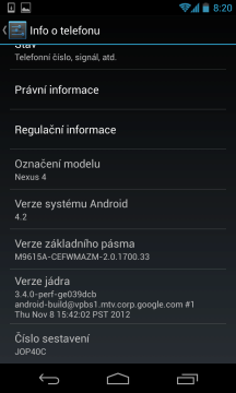 Po rozbalení byl v telefonu Android 4.2, sestavení JOP40C