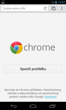 Výchozím webovým prohlížečem je Chrome