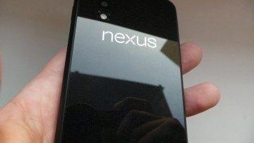 Zadní strana Nexusu 4