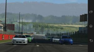 Real Racing 3: při zobrazování startovního roštu se telefon občas jemně zadrhnul