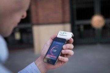 Breathometer zobrazí vaši hladinku na displeji