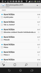 Aplikace E-mail vypadá podobně jako GMail