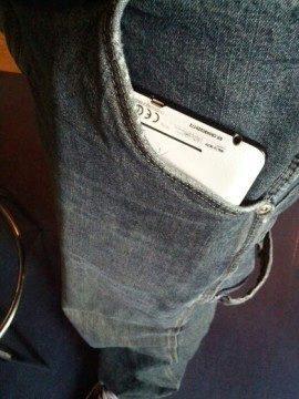 Nexus 7 se dá ještě vpravit do větších kapes u kalhot