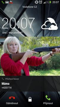 Obrazovka přijetí hovoru na zamykací obrazovce