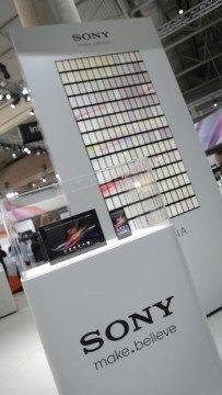 Panel sestavený ze 196 telefonů Sony Xperia ZL